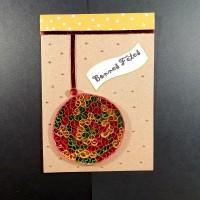 Carte de voeux en quilling boule rouge, or et vert