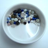 50 perles verre - mélange - gris - blanc - bleu - violet foncé - loisirs créatifs - fournitures - les perles de nanou