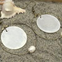 Créoles bronze perles d'eau douce naturelle et rondelle de nacre - bijoux été plage fait mains