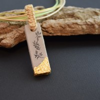 Collier pendentif béton motif feuilles et or