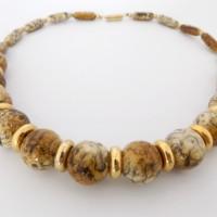Collier perles marbrées beige ocre doré