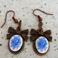 boucles d oreilles camées roses bleues