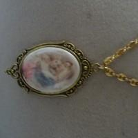 pendentif porcelaine camée vierge à l enfant