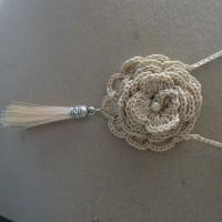 collier rose au crochet
