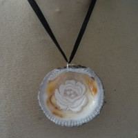 pendentif coquillage nacre rose  de dentelle
