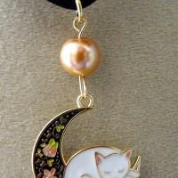 pendentif chat sur la lune