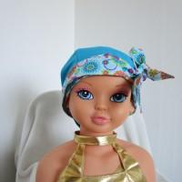 Foulard, turban chimio fille, jeune adolescente bleu turquoise avec des fleurs multicolore