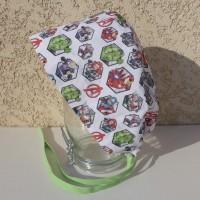 Calot chirurgical, chapeau de bloc en tissu coton motif des super héros dans les hexagones, fond blanc cassé