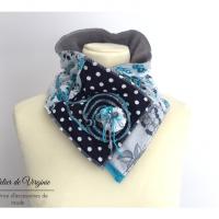 Echarpe, col, tour de cou, polaire, laine, coton fantaisie, bleu et gris. Accessoire de mode, fait-main, original, unique. Style bohème chic.