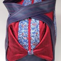 Grande trousse de toilette / vanity - soie sauvage duochrome Liberty of London et simili cuir - rouge et bleu  - fleurs