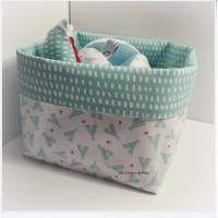 Box cadeaux d'éveil bébé TIPI VERT D'EAU - Panière + Balle de préhension + Balle au crochet + anneau de dentition + doudou girafe