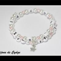 Bracelet d'allaitement sur fil à mémoire de forme de 55mm avec perles en verre blanche et rose