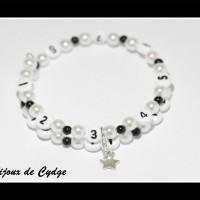 Bracelet d'allaitement sur fil à mémoire de forme de 55mm avec perles en acrylique de couleur noire et blanche