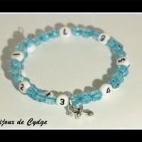 Bracelet d'allaitement sur fil à mémoire de forme de 55mm avec perles en acrylique de couleur turquoise et sa tétine