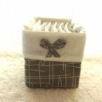 Panier et 12 lingettes bambou / coton gris et blanc et rabat blanc.