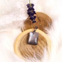 Pendentif et sa pierre de lune noire nacré, sur bélière acier inoxydable, 2cm