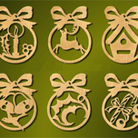 Boules de Noël en bois avec décoration intérieure personnalisée
