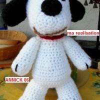 doudous  SNOOPY, fait main au crochet,  laine acrylique, couleur: blanc, FDP: gratuit a partir de 40?(totalité de votre commande) uniquement pour colis national