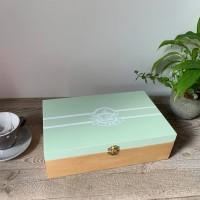 Boîte à thé en bois teinte chêne clair et vert tilleul