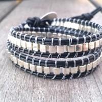 Bracelet wrap bohème homme 2 tours double cuir et rocaille cubes galvanisée argentée, bouton lézard tribal
