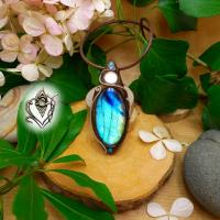 Pendentif artisanal en Labradorite bleue intense et verre poli, pièce unique