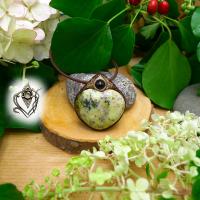 Pendentif artisanal Coeur Opale verte à dendrites et Agate noire, pièce unique