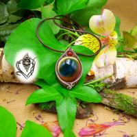 Pendentif artisanal vertical en Oeil de Shiva vert et perle Cornaline, pièce unique