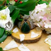 Pendentif artisanal en Aventurine verte naturelle et son Agate noire, pièce unique