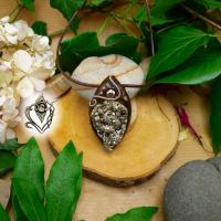 Pendentif artisanal en Pyrite brute naturelle forme goutte, pièce unique