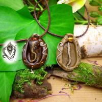 Pendentif artisanal en moulge de coquillage et Ambre, pièce unique