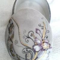 Boite à bijoux  en porcelaine ovale