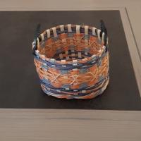 Corbeille ronde en rotin orange et bleue - anses cuir - fait main