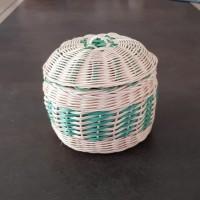 Boîte ronde avec couvercle - bonbonnière - pot - vide-poche en rotin  écru et vert turquoise - fait main