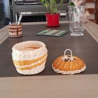 Boîte ronde avec couvercle - bonbonnière - pot - vide-poche - boîte  en rotin  écru et ocre - fait main