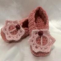 Chaussons au crochet avec décor pour bébé (T semelles 14cm)