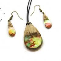 Parure bijoux en bois et résine multicolore bijoux fantaisie pendentif en bois et résine multicolore cadeau anniversaire cadeau femme