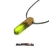 bijoux fantaisie bijoux cristaux en bois petit pendentif collier en bois et résine verte pendentif femme tendance et minimaliste collier homme