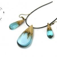 Parure bijoux en bois et résine bleue bijoux fantaisie pendentif en bois et résine bleue cadeau anniversaire cadeau femme