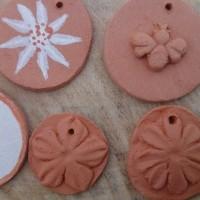 Breloques, pendentifs olfactifs en terre cuite (argile) pour bijoux ou décorations à parfumer
