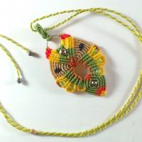 Collier avec pendentif hibou en macramé