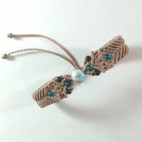 Bracelet sable en macramé et perles magiques