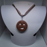 Collier organza marron brillant-BN fond blanc-vernis