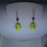 Boucle d'oreille figurine jaune-vernis-les mignons-avec perle hématite
