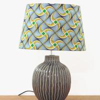 lampe céramique motif en relief abat jour wax