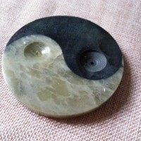 Porte encens en pierre, rond, yin et yang