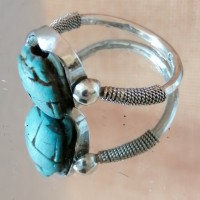 Bague Egyptienne articulée et travaillée en argent et scarabée en stéatite teinté turquoise