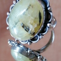 Bague cabochon ovale en préhnite métal argenté vieilli