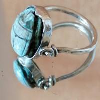 Bague Egyptienne articulée en argent et scarabée en stéatite teinté turquoise