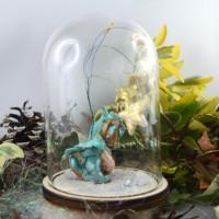 Decoration : Dragon timide offrant son étoile sous cloche