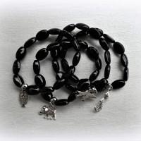 Bracelet d'AGATE NOIRE perles ovales 13 x 9 mm avec Breloque oiseau, chouette, éléphant et chat - stretch cristal - (x 1 unité)